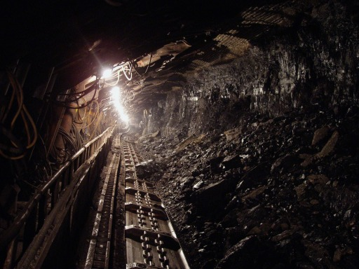 Mine shaft by Hangela at Pixaby